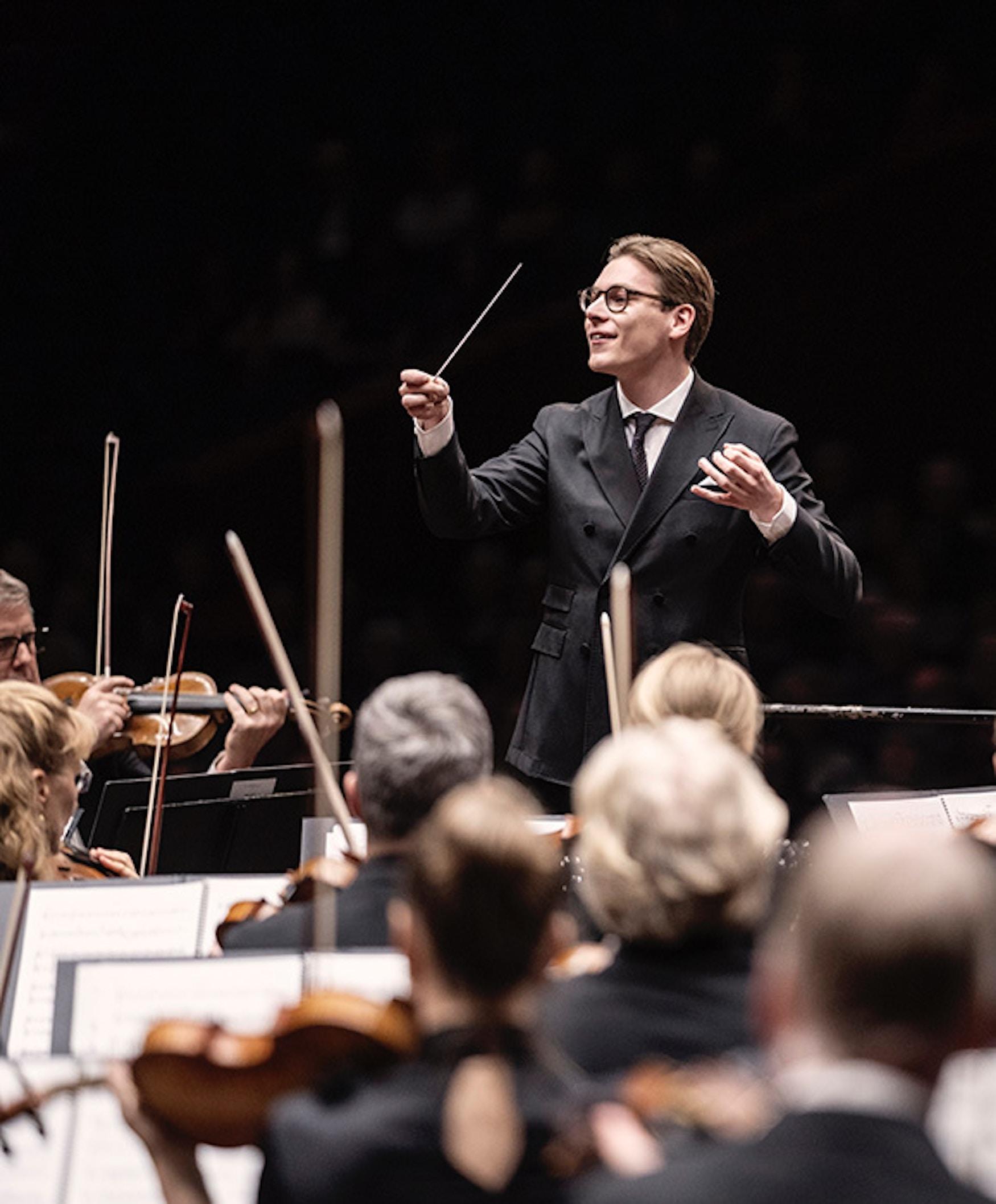 Klaus Mâkelä dirigerer Oslo-Filharmonien.